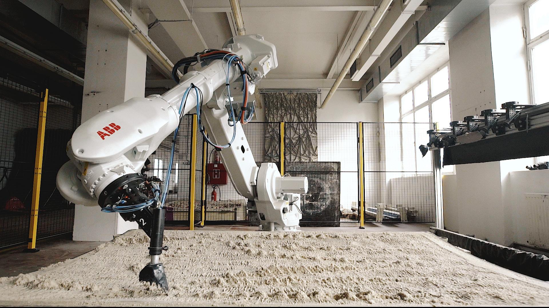 Výtvarník a robot proměnili výdech v umělecké dílo